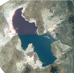 240px-Great_Salt_Lake_ISS_2003